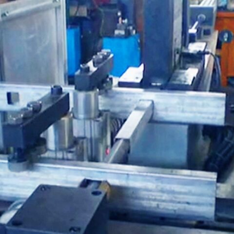 Automatic feeding rungs in ladder production line