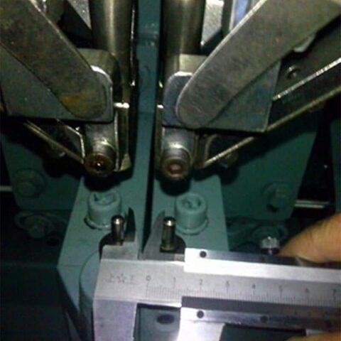 Small Distance Adjustable Automatic Rivet Machine